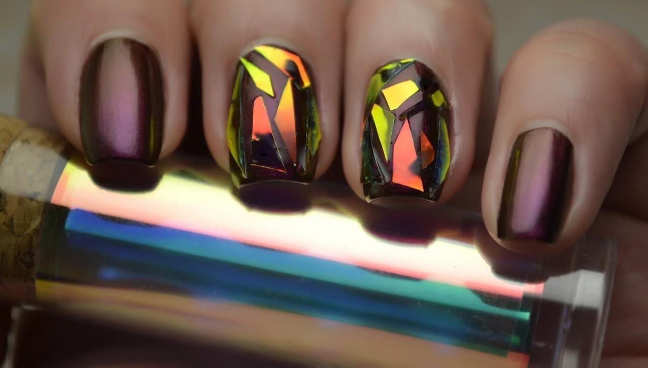 Битое зеркало на ногтях