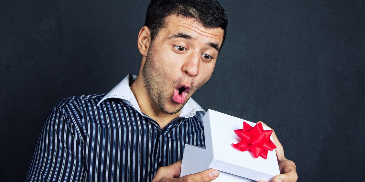 Фото парни с подарками