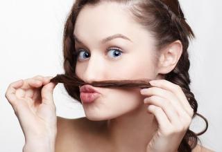 Как удалить нежелательные волосы на лице в домашних условиях?