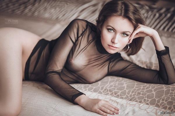 Какая одежда подойдет для эротического селфи?