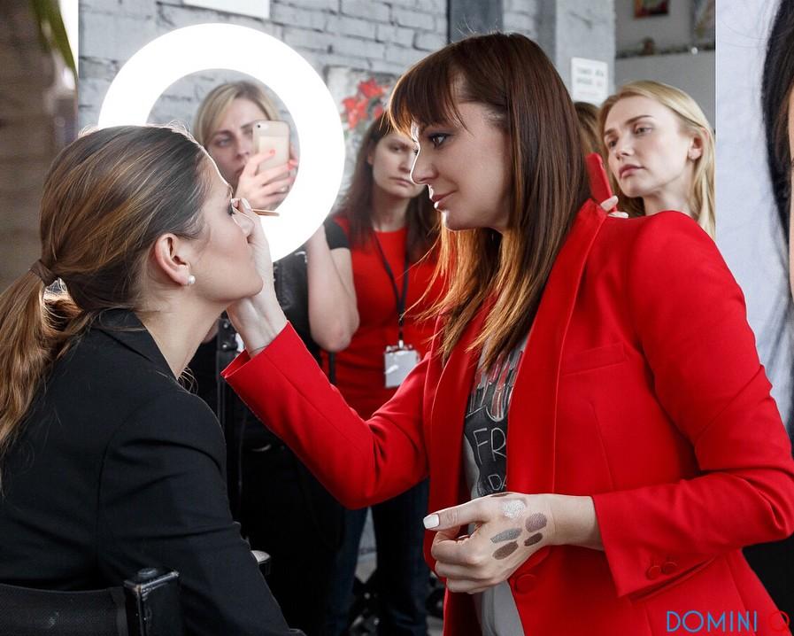 Национальный визажист Estée Lauder в России Елена Мотина проводит мастер-класс в Domini Q