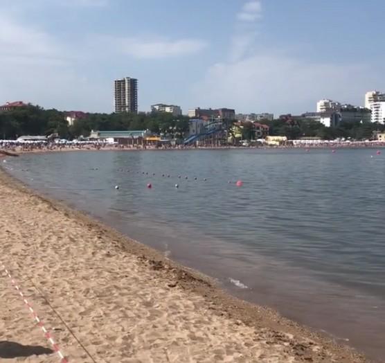 Геленджик 2018: Пляжи закрыты, произошёл прорыв канализации города в воды пляжа.