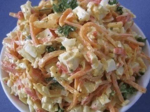 Рецепт салата с копченым сыром косичка и крабовыми палочками. Хрустящая соломка из кальмаров.