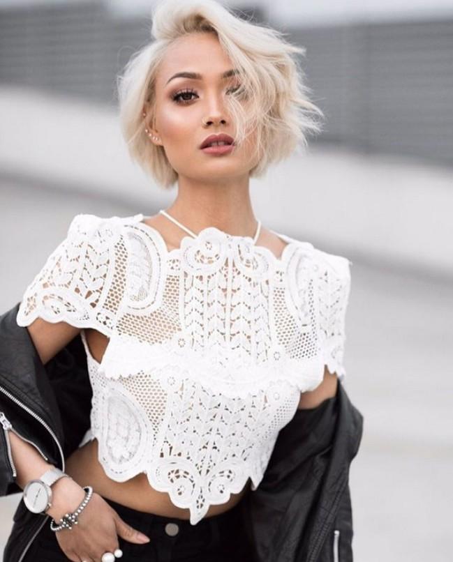 Модные женские футболки, майки, топы 2019: востребованные материалы и фактуры