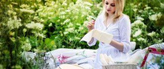девушка вышивает