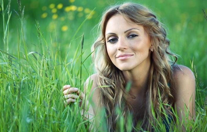 10 модных женских причесок летом