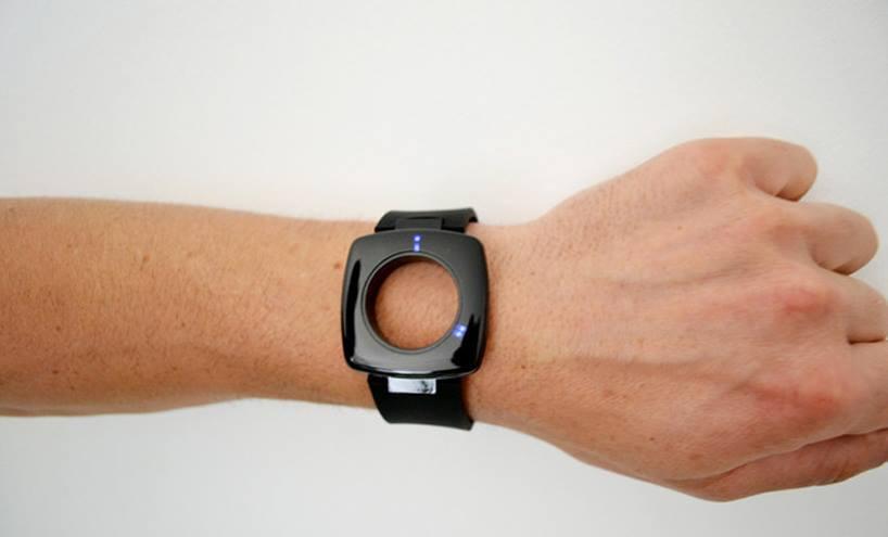 Как отключить почасовой сигнал в часах? По