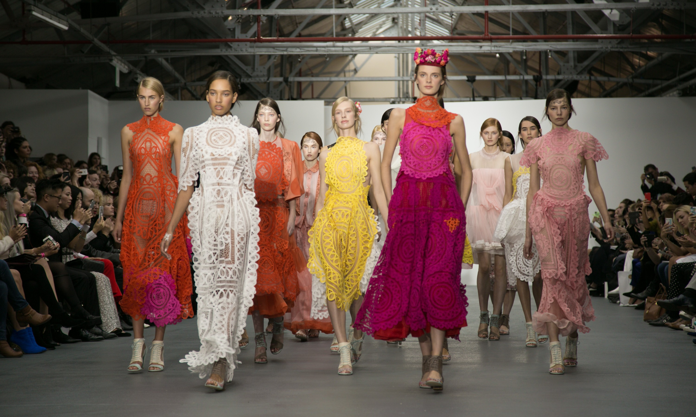 Модные расцветки платьев и сарафанов в 2016