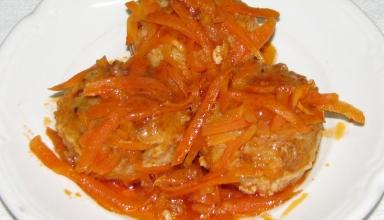 Рыбные биточки под луковым соусом - рецепт