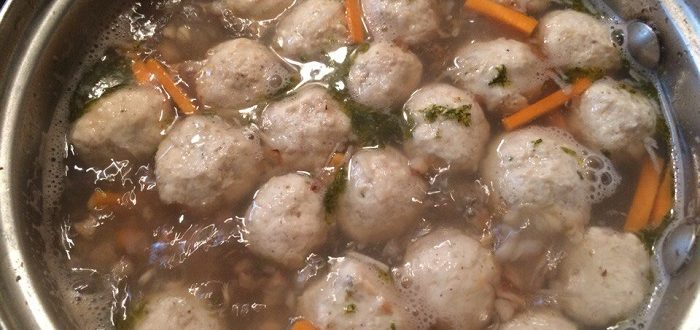 Гречневый суп с куриными фрикадельками