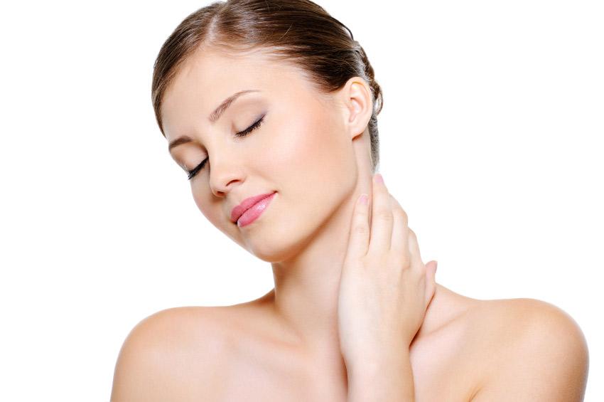 Как очистить кожу в районе декольте